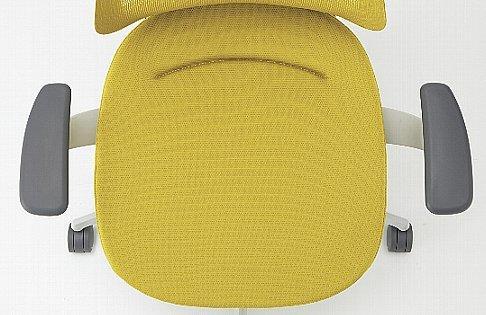体圧分散を適正にする「3D ポスチャーサポートシート」 これまでの製品よりも深いingのポスチャーサポートは、体圧分布を適正にするとともに、前傾時の体のすべり落ちを防ぎます。