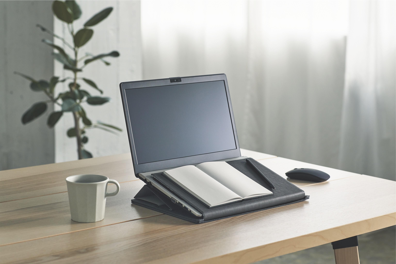 「スライドボード付きノートPCスタンド」使用イメージ